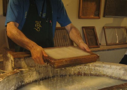 Papermaking Roberto Lifting